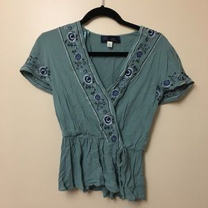 EMBROIBERED FLOWY TOP